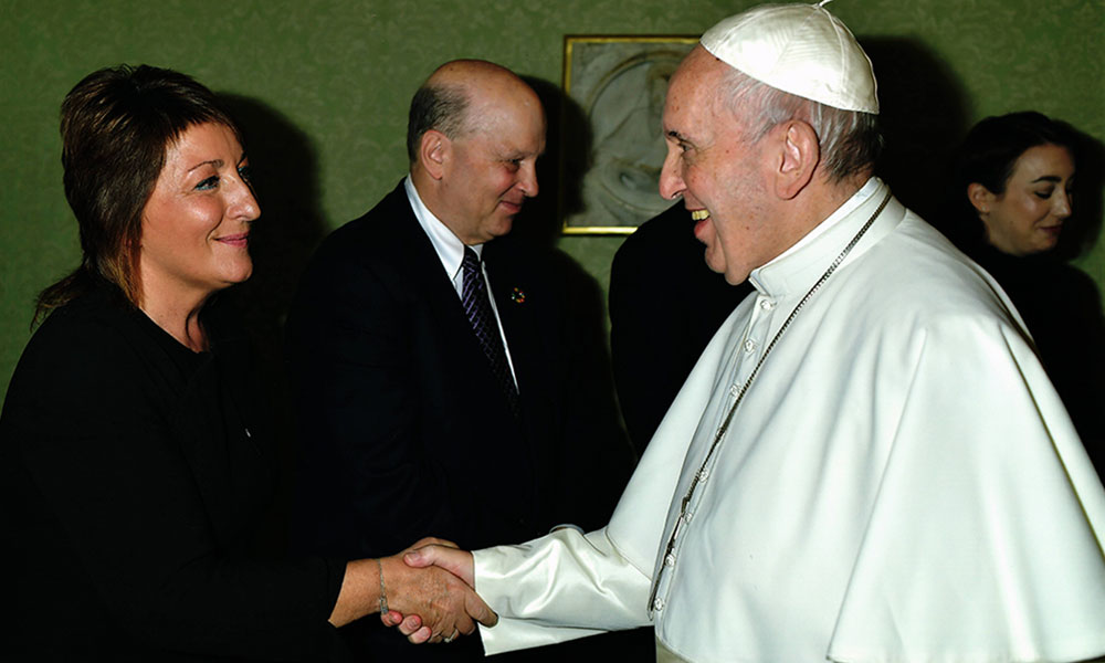 Ariane Slinger With Pope Francis - Caritas Pro Vitae Gradu